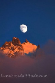 MOONSET ON THE AIGUILLE DU PLAN, MASSIF DU MONT-BLANC, HAUTE SAVOIE, FRANCE
