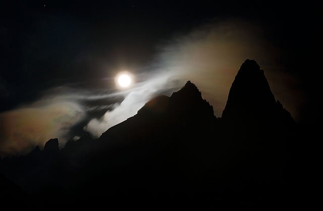Moon rise on the aiguille Verte