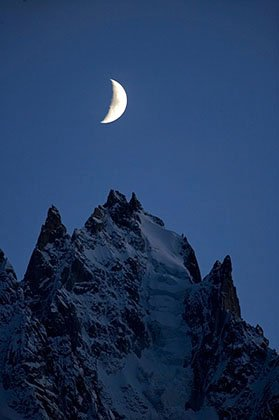 Moon rise on the aiguille du Plan