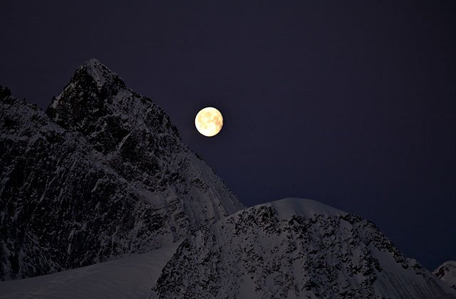Moon rise in Oberland