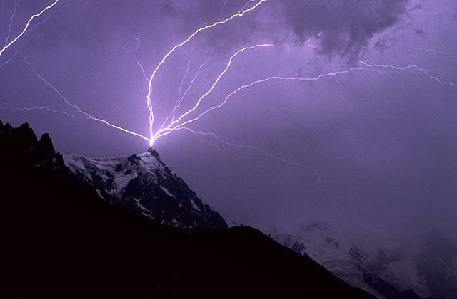 Lightning on the aiguille du Midi
