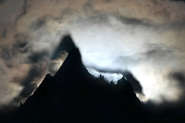 Moon rise on aiguille de Blaiti�re