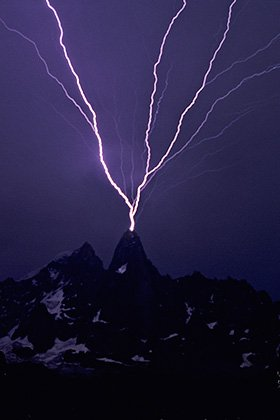 Lightning on the aiguille du Dru